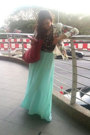 aquamarine maxi skirt - ivory flower print Zara blazer - ruby red longchamps bag