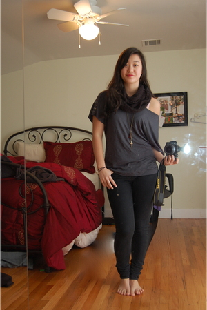 black Urban Outfitters jeans - gray Forever 21 shirt - black Urban Outfitters sc