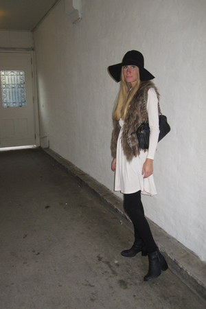 H&M dress - Nilson shoes - H&M hat - GINA TRICOT leggings - Zara bag - old vest