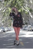 black floral MinkPink blouse - coral snake print AG Jeans jeans