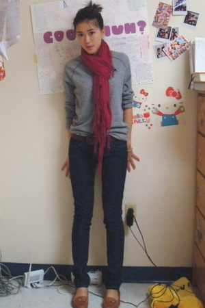 H&M scarf - abercrombie and fitch sweater - Forever21 jeans - franco sarto shoes