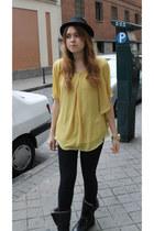 Uterqe boots - Zara jeans - Queens Wardrobe top