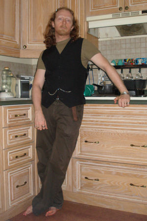 brown Mexx pants - green Mexx t-shirt - black vest - beige Reef shoes