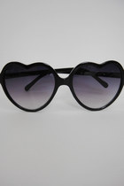 Heart-Shaped Lolita Sunglasses - Black