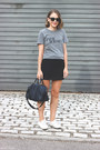 Navy-louis-vuitton-bag-black-ray-ban-sunglasses-heather-gray-rodarte-t-shirt
