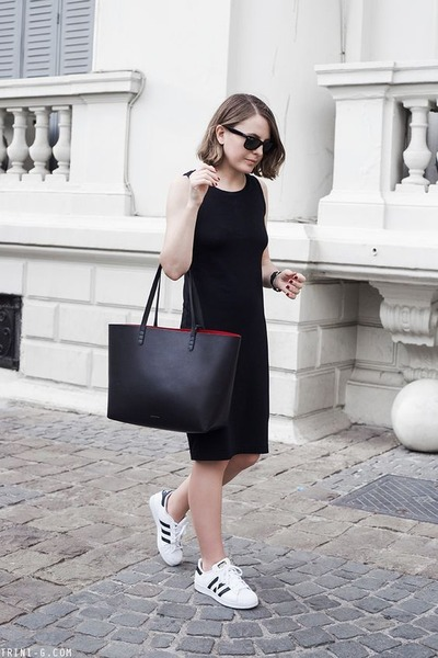 Black-gap-dress-black-mansur-gavriel-bag-black-ray-ban-sunglasses