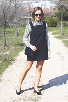 black Reed Krakoff bag - navy VANESSA BRUNO dress - black ray-ban sunglasses