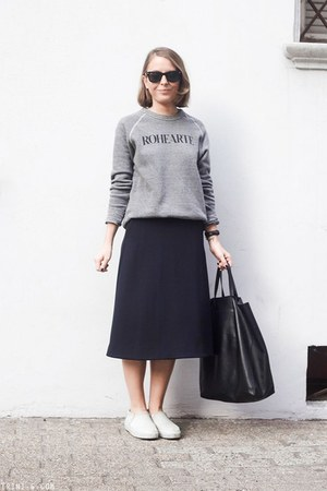 navy COS skirt - black Celine bag - black Ray Ban sunglasses