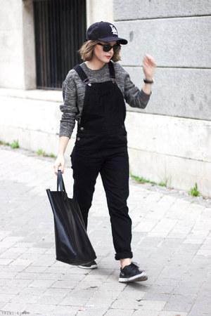 black Los Angeles Dodgers hat - heather gray acne sweater - black Celine bag