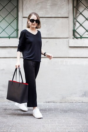 black Mansur Gavriel bag - black The Row sunglasses