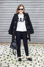 Navy-barbour-coat-navy-louis-vuitton-bag-black-ray-ban-sunglasses