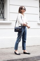 CLASSIC SHIRT AND BOYFRIEND JEANS