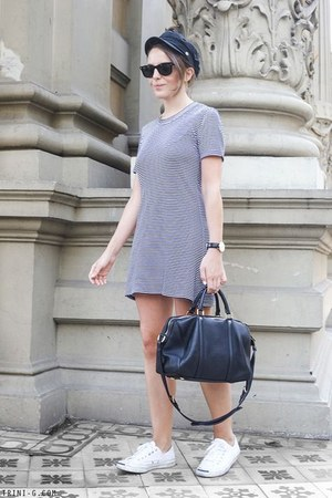 navy Theory dress - navy Barbour hat - navy Louis Vuitton bag