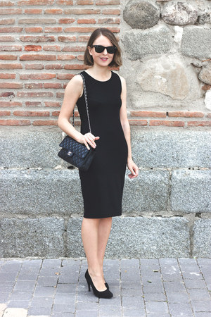 black Robert Clergerie shoes - black Gap dress - black Chanel bag