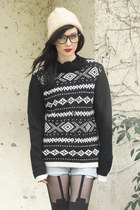cream beanie vintage hat - black Trashy Vintage sweater - black super suspender