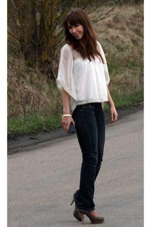 ivory River Island blouse - navy Mango jeans - light brown Aldo heels