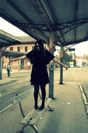 black Ray Ban glasses - black H&M cardigan - black H&M skirt - black Calzedonia