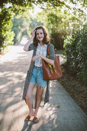 brown tote madewell bag - sky blue cut off Levis shorts