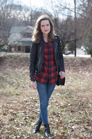 red flannel Aritzia shirt - black leather madewell boots