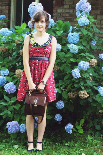 dark brown vintage purse - ruby red bird print Judith March dress