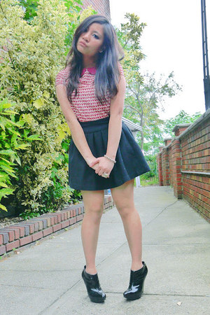 brick red H&amp;M top - black Aldo boots - black Forever 21 skirt