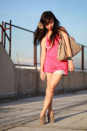 pink H&M top - blue LEI shorts - beige Zara shoes - black ecko accessories - bei