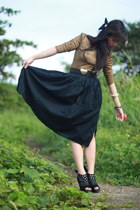 gold Dark White top - navy Esprit skirt - black Zara belt - black The Ramp boots