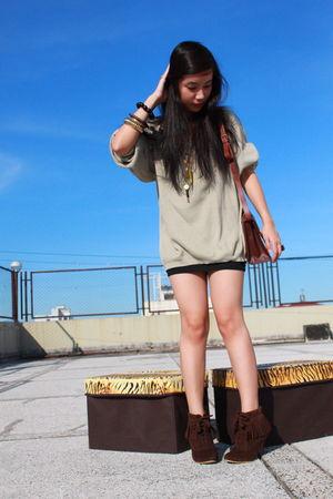 brown bag - brown boots - gold bracelet - black skirt - gold necklace