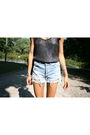 Gray-wren-top-blue-levis-shorts-blue-zalo-shoes