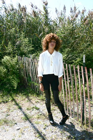 white vintage blouse - black H&amp;M leggings - black Top Shop shoes