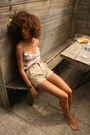 Pink-roxy-top-beige-american-apparel-shorts
