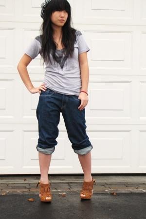 Aritzia t-shirt - Mavi jeans - le chateau shoes - ROOTS hat
