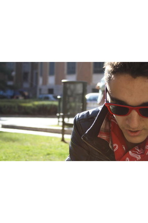 Ray Ban sunglasses - Marc by Marc Jacobs scarf - H&M shirt - H&M jacket