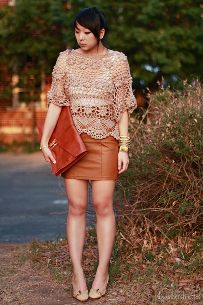 tawny envelope asos bag - light brown crochet lulus top - brown leather Urban Ou