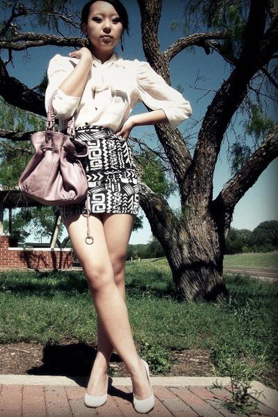 gray skirt