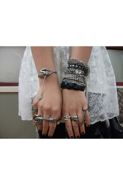 f21 bracelet - Charlotte Russe bracelet - bleachblack x UO bracelet - vintage br