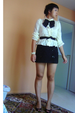 black accessories - black shoes - yellow shirt - black Express skirt