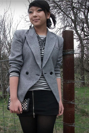 gray vintage blazer - gray f21 top - black f21 necklace - black The Dress Shop e