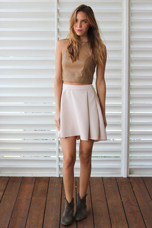 soft pleats Yetts skirt - olive suede madewell boots