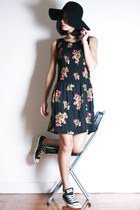 black Ezzentric Topz dress - black Converse sneakers