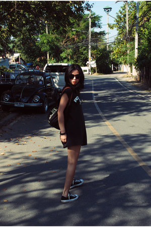 black Anya Hindmarch bag - black MY MENS t-shirt - black Converse sneakers