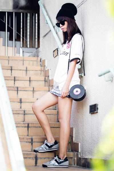 black kate spade bag - black American Apparel skirt - white Uniqlo t-shirt