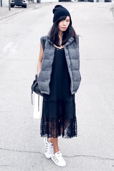 Dark Gray American Eagle Vests Black Monki Dresses Black