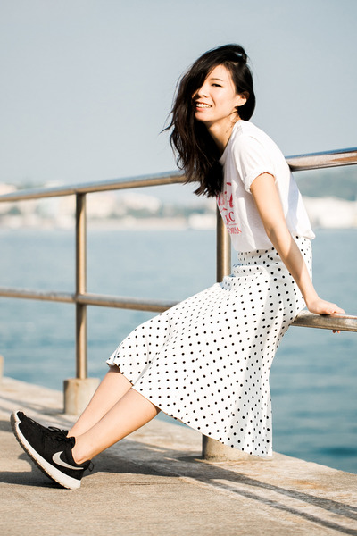 white Uniqlo t-shirt - white Ezzentric Topz skirt - black nike sneakers
