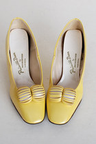Size 8 1/2 Vintage 60s MOD Yellow Patent Vinyl Shoes 38.5