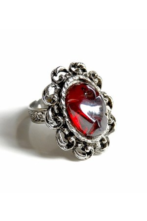 ruby red vintage ring