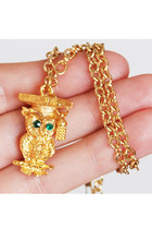 Vintage 60s 70s Gold Owl Pendant Necklace