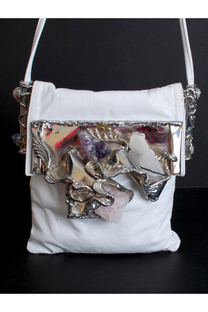 white vintage Carvalhus of Rio bag