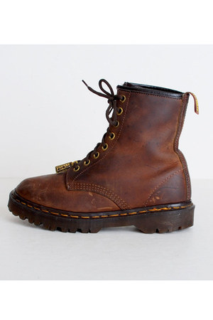 brown vintage Dr martins boots