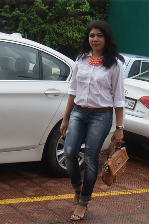 Nine West bag - Levis jeans - white cotton shirt